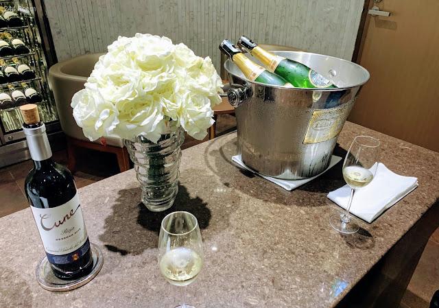 JALファーストクラスラウンジ シャンパン