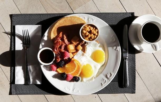 Αυτό είναι το πρωινό που πρέπει να τρως αν θέλεις να χάσεις βάρος