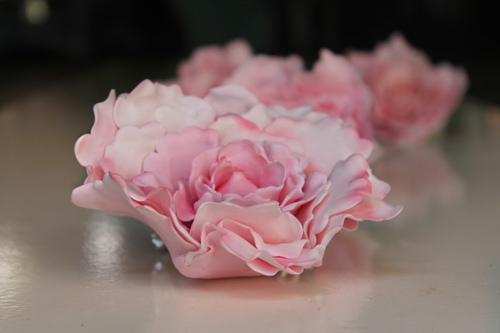 Cake With Fondant Peony : Lick The Spoon: Mississippi Mud Cake and Gumpaste Peonies