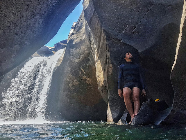 Próximo de uma cachoeira no Vale da Lua. Somente surge esse lugar na época da seca.