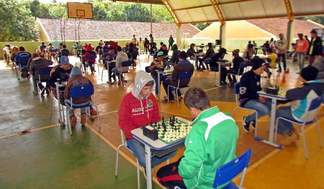 Associação de Pais do Colégio Ulysses Guimarães sedia 6º circuito de Xadrez Escolar
