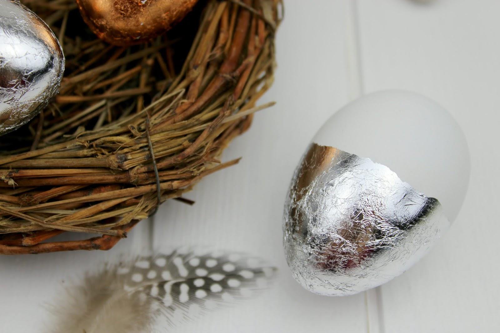 DIY Ostereier mit Blattgold verzieren - in nur wenigen Schritten zu eurer selbstgemachten Osterdeko
