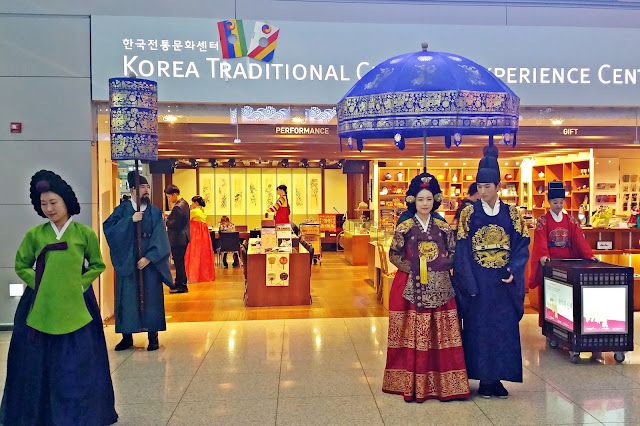 Royal Family Procession at Incheon Airport | www.meheartseoul.blogspot.sg