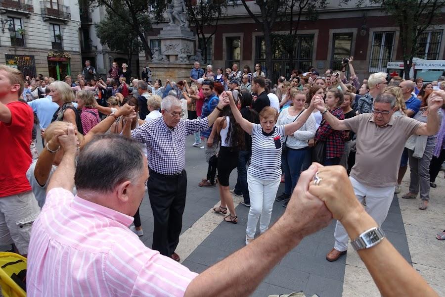 メルセ祭 カタルーニャ地方の伝統舞踊サルダナ(Ballada de sardanes)