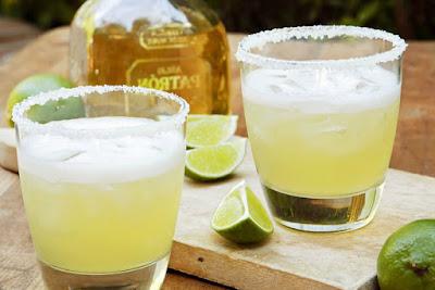 cocktail margarita pha từ rượu tequila