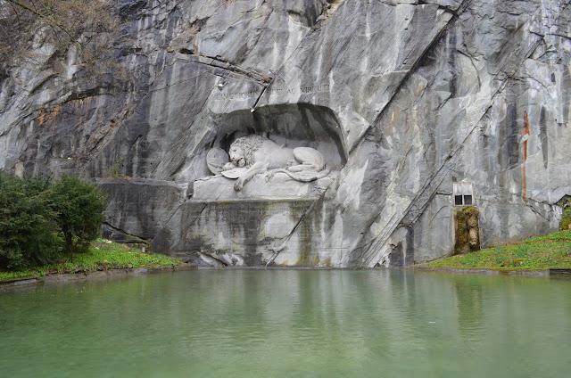 escultura do Leão na pedra o Löwendenkmal