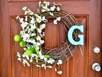 http://www.lizmarieblog.com/2011/05/diy-spring-wreath/