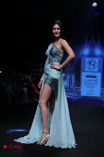 Actress Amyra Dastur Walk On Ramp for Designer Karn Malra at LFW Summer 2017  0008.jpg