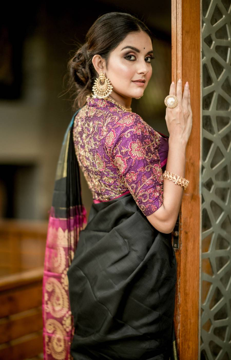 Indian Girl Mahima Nambiar Photoshoot In Black Saree