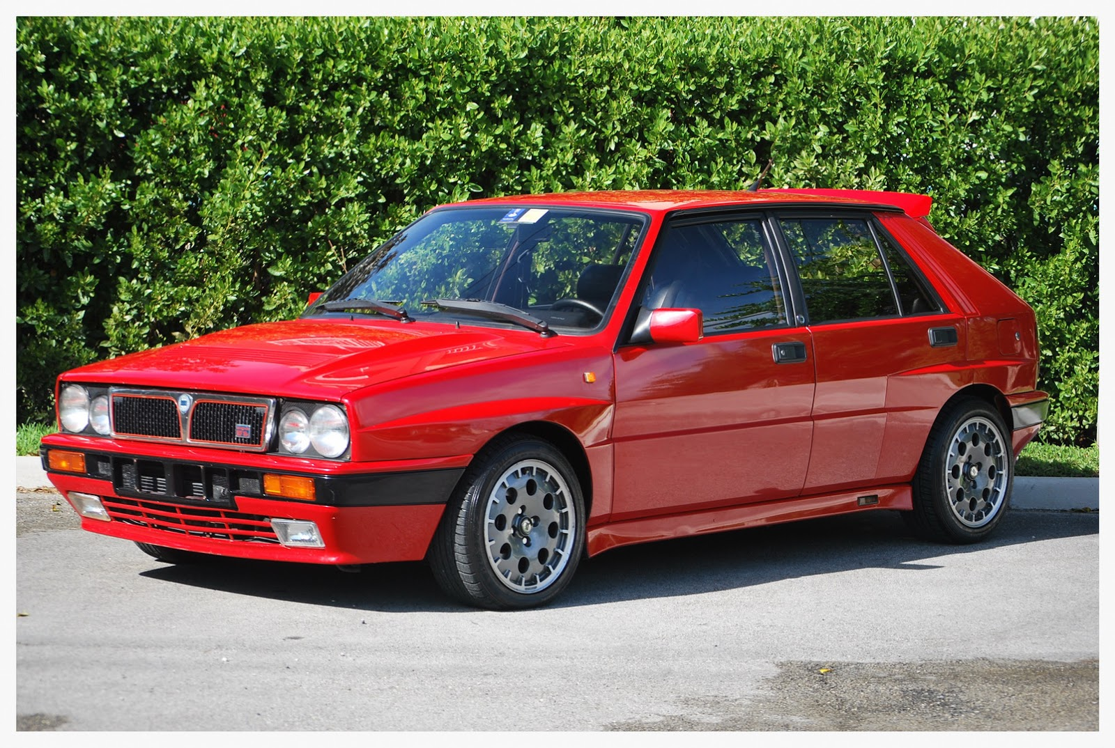 there 39 s a 1989 lancia delta hf integrale for sale in the usa right now carscoops. Black Bedroom Furniture Sets. Home Design Ideas