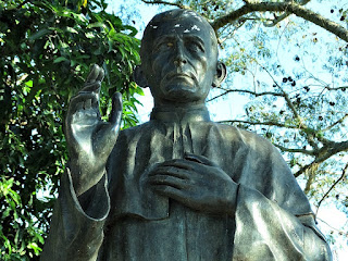 Busto do Padre Iop, na Praça Padre Iop, Dona Francisca (RS)