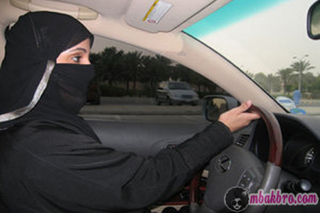perempuan mengemudi di Arab Saudi
