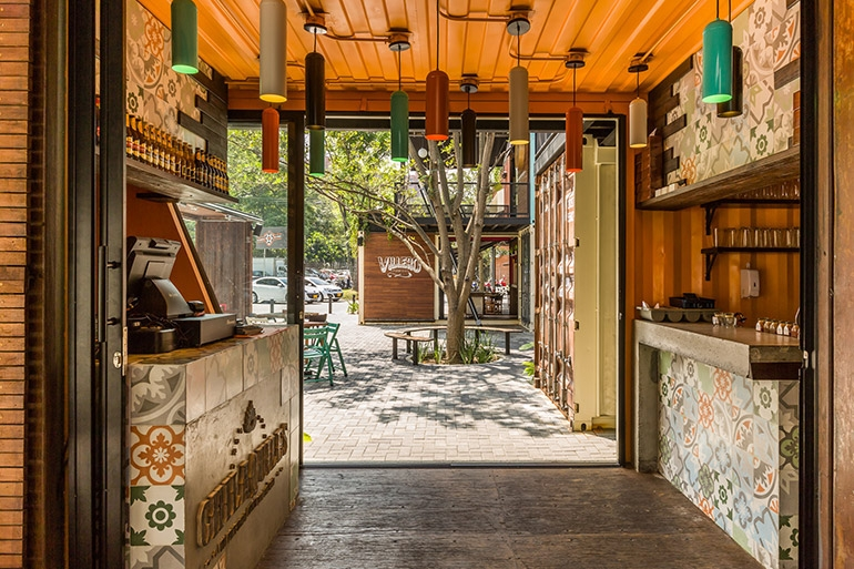11-Shipping-Container-Architecture-6-Restaurants-in-the-Contenedores-Food-Place-www-designstack-co