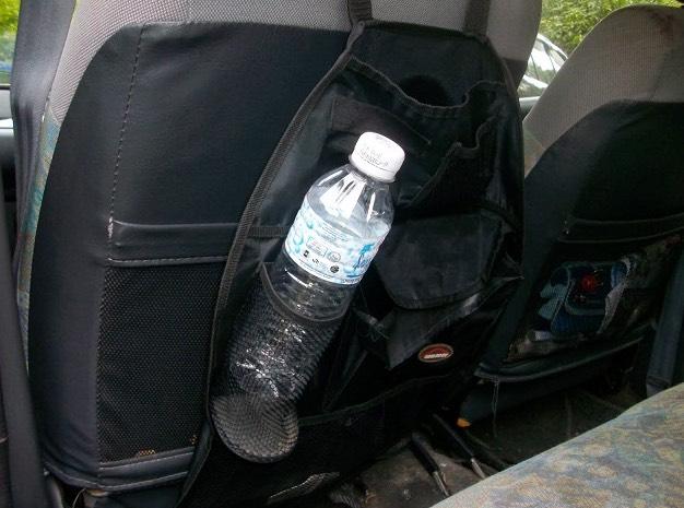 Perhatian Wanita! Air Botol Plastik Dalam Kereta Anda Sangatlah Berbahaya!