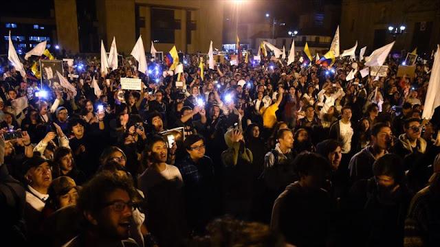 Colombianos se manifiestan en pro de acuerdo de paz con las FARC