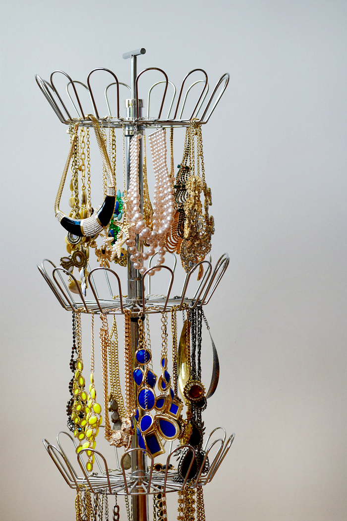 easy ways to store jewelry
