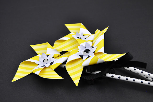 Paper Daffodil Pinwheels craft for kids with Jen Gallacher from www.jengallacher.com. #kidscraft #daffodils #pinwheel #jengallacher