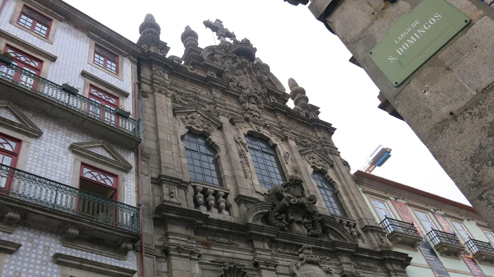 dc3d9b378 Pare na Memórias, e entre na Igreja da Misericórdia do Porto. E, então,  chega-se ao fantástico Largo de São Domingos que já lhes mostrei aqui.