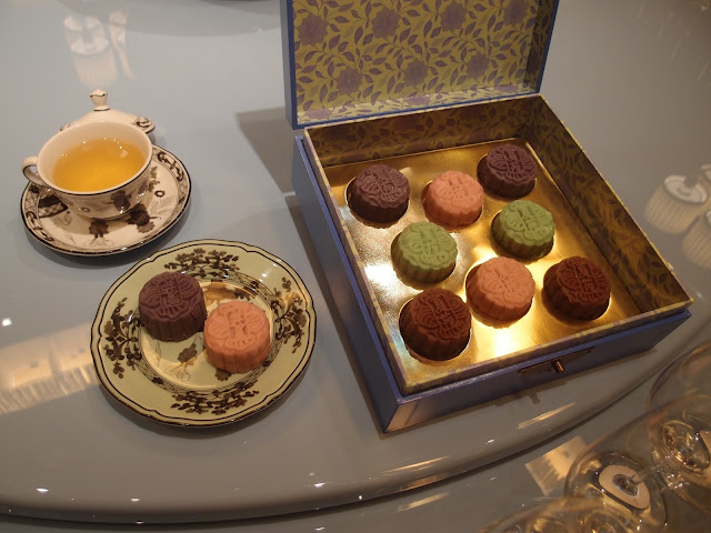 ritz carlton martini mooncakes