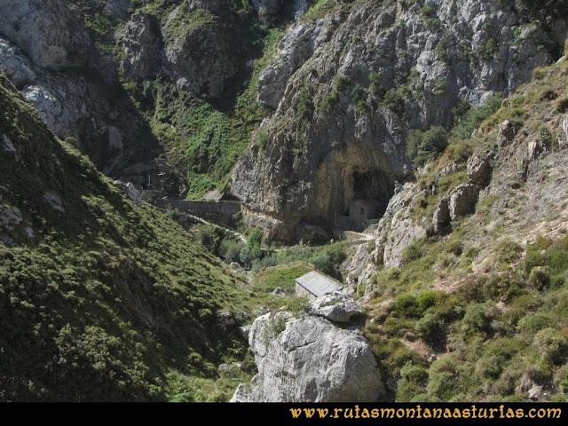 Ruta Cabrones, Torrecerredo, Dobresengos, Caín: Bajando Dobresengos, llegando a la zona del Cares