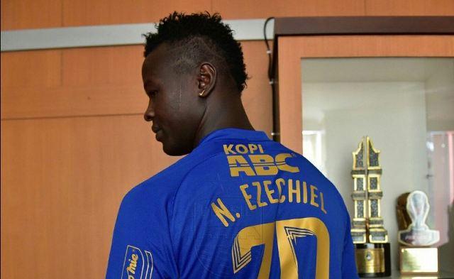 Resmi Jadi Striker Persib Bandung, Ezechiel N'Douassel Pilih Nomor Punggung 70