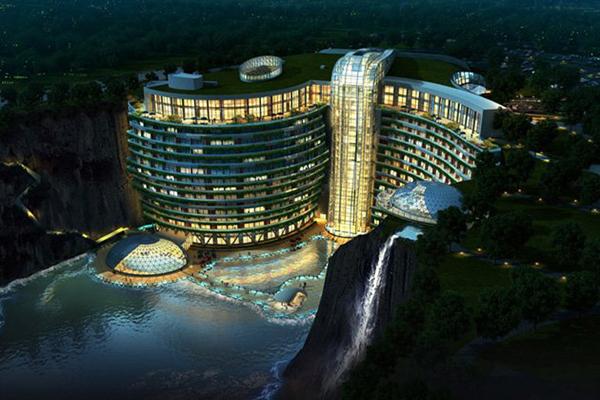 Diseño de hotel de lujo con cascada en China.