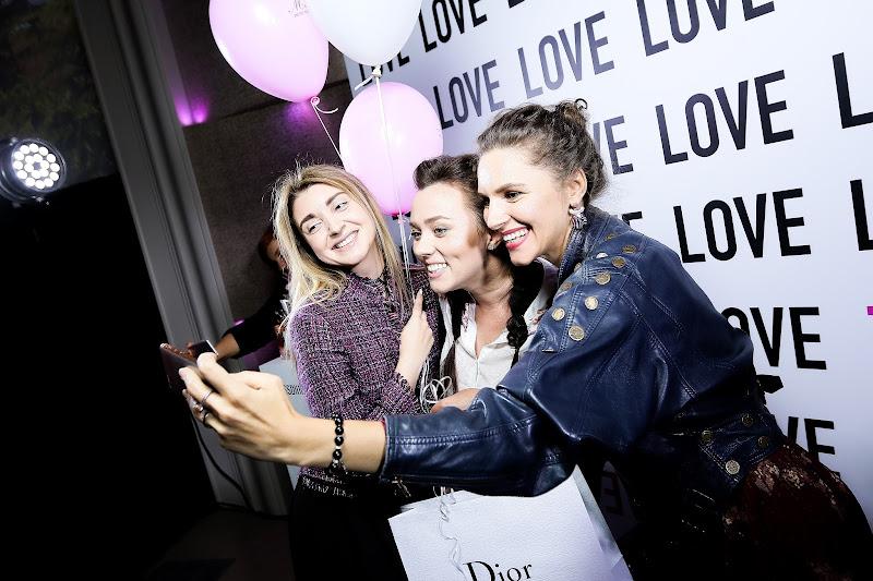 блогеры тусят на вечеринке