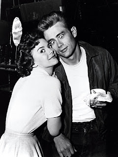 Natalie Wood y James Dean en el set de rodaje de Rebelde sin causa