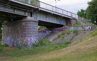 http://fotobabij.blogspot.com/2016/08/most-im-j-pisudskiego-w-puawach-graffiti.html