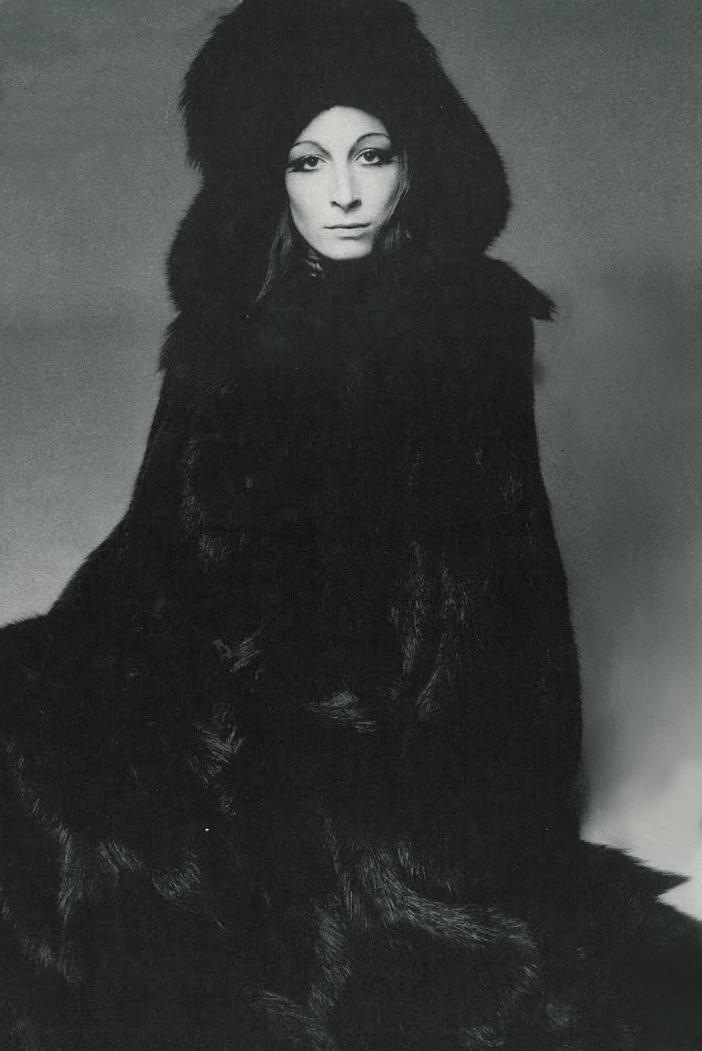 Anjelica Huston by Richard Avedon 1970 | Musing ...