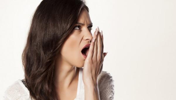 9 Cara Ampuh Mengatasi Bau Mulut