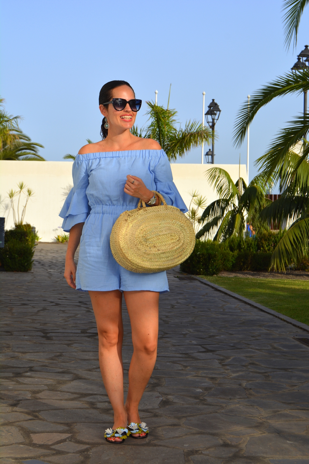 zara-blue-jumpsuit-outfit-bolso-mimbre-redondo