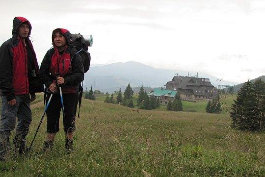 Hala Miziowa ze Schroniskiem PTTK położonym na wysokości 1330 m n.p.m.