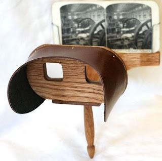 Stéréoscope de Holmes, inventé en 1860, le musée en possède une copie artisanale, vers 1900 (collection collège Pasteur)