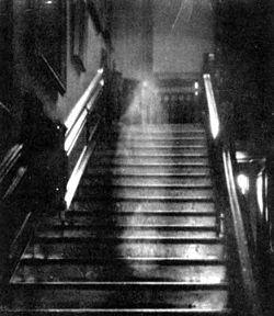 foto penampakan hantu paling jelas dan paling nyata