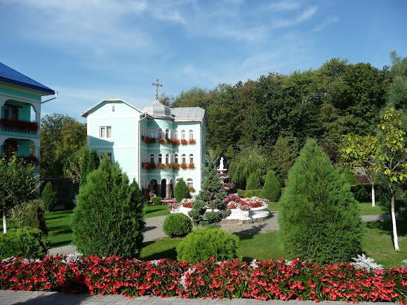 Банчены. Свято-Вознесенский монастырь. Монашеские келии