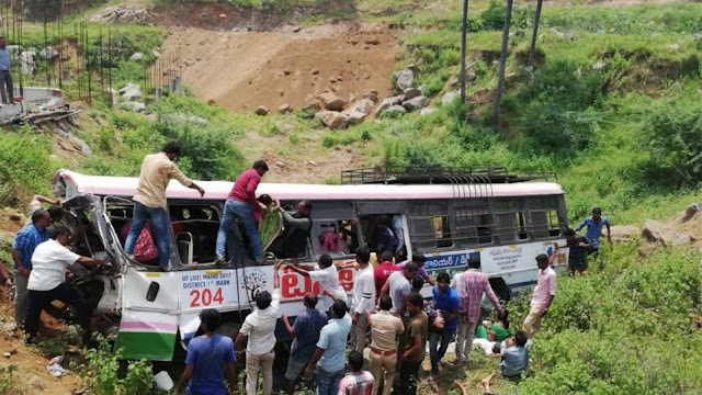 Λεωφορείο στην Ινδία έπεσε σε φαράγγι - 55 άνθρωποι νεκροί