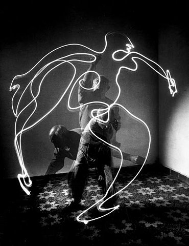 c63038ed273 In 1939 Mili began dissecting movement with rapid-sequence firing that  showed multiple images on a single film frame. Gjon Mili