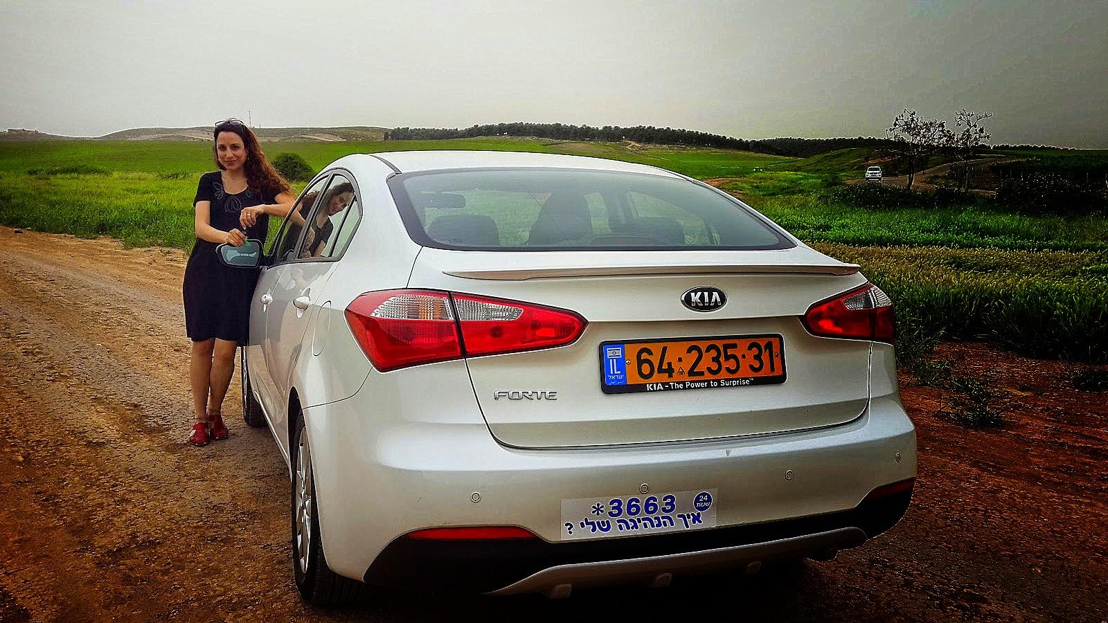 מאוד מלכת הכביש מחפשת מכונית משפחתית: קיה פורטה במבחן - מלכת הכביש KJ-94