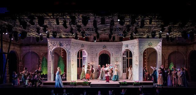 Mozart: Cosi fan tutte - Opera Holland Park (Photo Robert Workman)