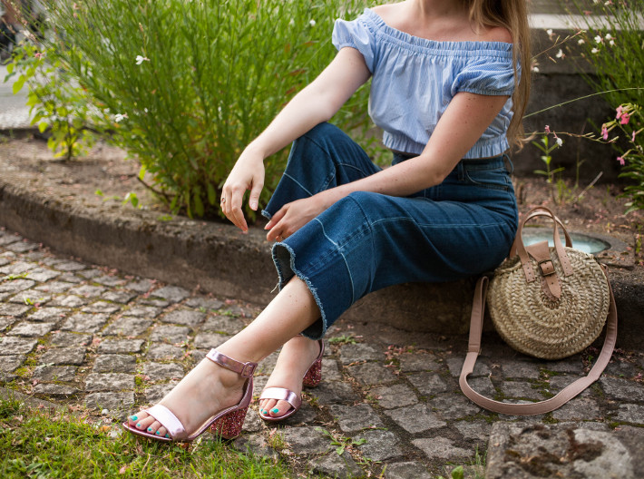 Outfit: denim culottes and pink glitter sandals