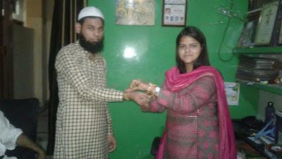 Firozabad Mayor Ask Brothers To Wear Helmet On Raksha Bandhan Celebration