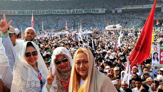 Massa Kampanye Akbar Prabowo sambut Istimewa Kehadiran Mbak Tutut dan Titiek Soeharto