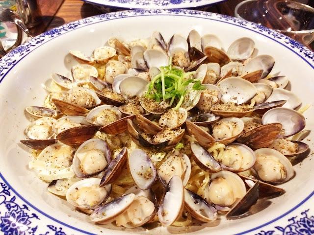 很多很多蛤蠣白醬義大利麵