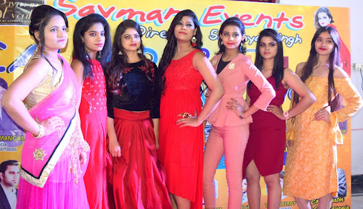 royal theme par aayojit hua fashion show