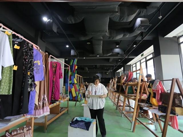 Dekranasda Kota Bandung Kurasi Karya Perajin di Bandung Creative Hub