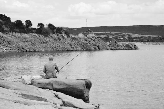 pescador-embalse-atazar