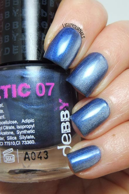 Smalto magnetico blu Debby Magnetic 07 Moon blue nail polish #debby #nails #smalto #lightyournails