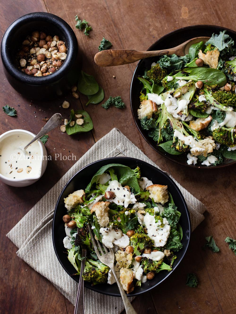 Sałatka z brokułami, kalafiorem i dukkah