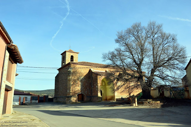 alobras-teruel-iglesia-parroquial-plaza